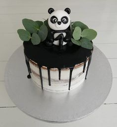 15 Panda Cake Ideas That Are Absolutely Beautiful Panda Bear Cake, Bolo Panda, Panda Cakes, Bear Cakes, Panda Birthday Cake, Cool Birthday Cakes, Happy Birthday, Bolo Diy, Forest Cake