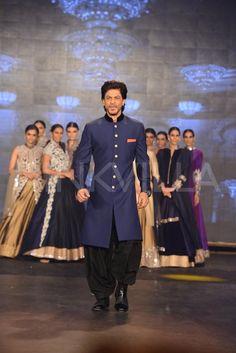SRK, Abhishek, Sonu walk the ramp for Manish Malhotra | PINKVILLA