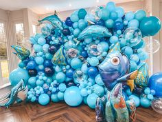 Johnny's Birthday Under The Sea is one of our favourite Children's party themes because you can have so much fun with it! Balloon Arch Diy, Balloon Decorations, Baby Boy 1st Birthday, Boy Birthday Parties, Under The Sea Decorations, Spongebob Birthday Party, Bubblegum Balloons, Party Themes, Birthday Party Decorations