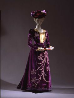 Dress, 1900-06  From the Galleria del Costume di Palazzo Pitti via Europeana Fashion- Fripperies and Fobs