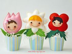 Need something uber cute to cheer you up? Let Elena& hand-made felt dolls put a smile on your face. More cuteness http:& Crafts To Make, Crafts For Kids, Diy Crafts, Diy Fimo, Felt Fabric, Felt Diy, Felt Hearts, Felt Dolls, Felt Ornaments