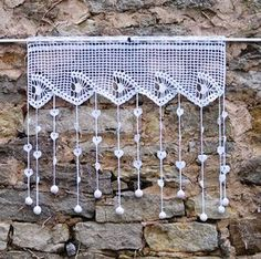 Breeze bise, white crochet lace curtain, shell pattern, fringes decorated with hearts and balls, Christmas gift Rideau en dentelle de crochet brise bise blancmotif Filet Crochet, Crochet Motif, Crochet Doilies, Crochet Stitches, Knit Crochet, Crochet Patterns, Crochet Curtains, Lace Curtains, Curtain Patterns