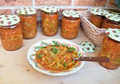 Reteta culinara Tocana de dovlecei si fasole verde pentru iarnă din categoria Conserve. Cum sa faci Tocana de dovlecei si fasole verde pentru iarnă