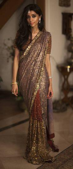 I love Indian fashion Pakistan Fashion, India Fashion, Ethnic Fashion, Asian Fashion, Indian Attire, Indian Ethnic Wear, Beautiful Saree, Beautiful Outfits, Indian Dresses