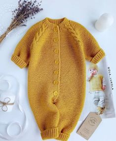 laine b& & baby knit tricot wool jaune moutarde Quality Baby Clothes - January 15 2019 at I would love to figure out how to knit one of these Winter Dress Outfits, Baby Outfits, Sweater Outfits, Kids Outfits, Dress Winter, Yellow Outfits, Baby Dresses, Toddler Outfits, Knitting For Kids