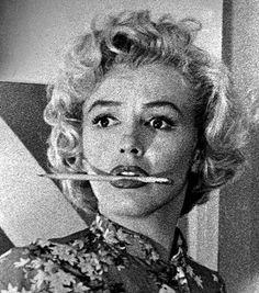 Andre De Dienes - Marilyn Monroe Niagra Script