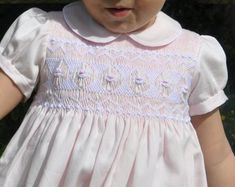 {Customary and customized newborn baby dress, provides the best answer. Smocked Baby Clothes, Girls Smocked Dresses, Toddler Girl Dresses, Punto Smok, Smocking Patterns, Smocking Plates, Baby Dress Design, Smocks, Sewing Kids Clothes