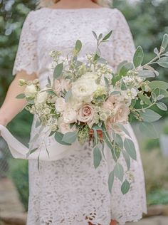 Ivory and blush natural hand tied wedding bouquet. Photography by Georgina Harrison