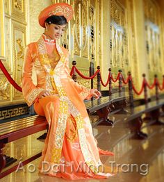 ao-dai-cuoi // stunning. Plain sheath underneath. Red & gold
