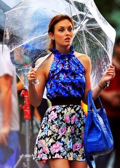 this picture has convinced me to get a clear umbrella - don't hide the sexy, ladies! Cobalt blue dress and bag