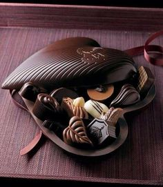 *You can make a chocolate box by covering a large scallop shell with plastic wrap and covering the outside with chocolate. Gently peel up the plastic wrap being careful not to break your chocolate shell. Now fill with home made truffles. Chocolate Cafe, Chocolate Dreams, Chocolate Delight, Death By Chocolate, Chocolate Hearts, I Love Chocolate, How To Make Chocolate, Chocolate Lovers, Chocolate Desserts