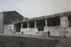 casa aragonese ad Abbasanta  (or ) dipinto a inch, di  china .