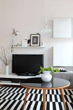 black & white, Tags Schwarz + Ikea + Wohnzimmer + Weiß + Bilderleiste + Tv-Wand + Stockholm Teppich