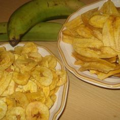 I learned to make these when first married; My mother-in-law taught me how to make them.  Chicharitas is the Cuban name given to green plantain chips, sliced round, fried, and salted. Margaritas is what the Cubans call them when they are sliced the Nicaraguan way; slicing them lenghtwise to create long, slender wavy chips fried and salted. They are so good brought piping hot to the table and sprinkled with mojo. Either way you will love these crispy little chips. Enjoy