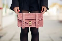 Oh this dusty pink clutch is to die for! Wendy's Lookbook, Fashion Lookbook, Pink Shoes Outfit, Ps1 Bag, Pink Clutch, Vogue, Pink Scarves, Neutral Outfit, Dusty Pink