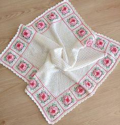 No photo description available. Granny Square Crochet Pattern, Afghan Crochet Patterns, Baby Knitting Patterns, Crochet Stitches, Baby Girl Crochet Blanket, Crochet Bedspread, Crochet Baby Clothes, Crochet Table Mat, Crochet Sunflower