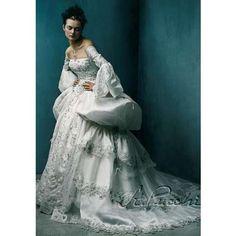 Renaissance Wedding Dress.   LOVE