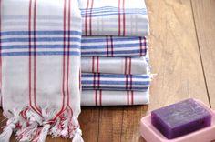 Serviette de hammam fait main coton & serviette de plage  Modèle : Yumi Couleurs disponibles : Blanc (rouge-bleu rayé) Dimensions : 90 x 180 cm Quantité: 1 (un)  ===================== Vente de grande ouverture pour les éléments ! GARANTIE DU MEILLEUR PRIX  Livraison gratuite plus de 70 $ ! Code Promo : FREE70  Point supplémentaire est fourni pour 1,90 $ Livraison express pour tous les Articles Aucune limite de quantité ! =====================  Toutes les commandes expédier via FEDEX Express…