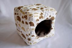 cosy cuddle cube for guinea pigs hedgehog by TheCosyHut on Etsy. If I had the extra money, I would totally buy this. Hedgehog Care, Hedgehog House, Cute Guinea Pigs, Guinea Pig Care, Guinea Pig Accessories, Pet Accessories, Hedgehog Bedding, Skinny Pig, Guinea Pig House