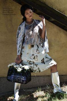 Dress: #Biyan Cardigan: #Pringle Bag: #Prada Boots: #Hunter #Vintage #Fashionblogger #Secondhand #OnlineShopping #MyMint Model International inc. Fotograf: Francisco Peralta Make-Up: Sandra Maron