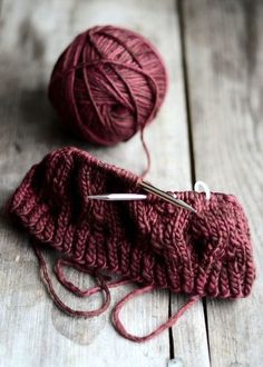 my-visual-bliss: Marsala Wool Shades Of Burgundy, Burgundy Wine, Burgundy Color, Knitting Projects, Knitting Patterns, Crochet Patterns, Knitting Yarn, Color Bordo, Knitting For Beginners