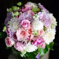"""エンパイアドレスに合わせた """"大人かわいい"""" ラウンドブーケ。 #florals #wedding #bridal#weddingbouquet#bridalbouquet#pink#ウェディング #ウェディングブーケ#ウエディング#ウエディングブーケ#ブライダル#ブライダルブーケ#クラッチブーケ#ラウンドブーケ#ピンク#ラウンドブーケ#劇的花屋"""