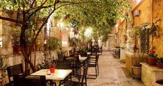 The Black Duck Garden in central Athens (Picture courtesy of Athens' City Museum Bistrot 'Black Duck Garden) Restaurant En Plein Air, Outdoor Restaurant, Museum Cafe, City Museum, Cafeteria Decor, Athens Guide, Kai, Restaurants, Greece
