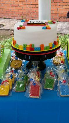Pastel y galletas de Lego