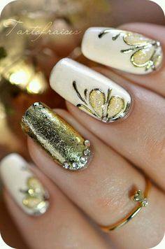 Image via Gold nails Image via Gold Nail Art Designs. Image via Wedding gold nails for Image via The Golden Hour - Reverse Glitter Gradient nail art: two color colou Gold Manicure, Gold Nail Art, Gold Nails, Peach Nails, Gradient Nails, Bling Nails, Gold Glitter, Fancy Nails, Cute Nails
