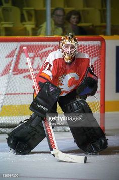 rick-tabaracci-of-the-calgary-flames-skates-against-the-toronto-maple-picture-id836984200 (405×612)