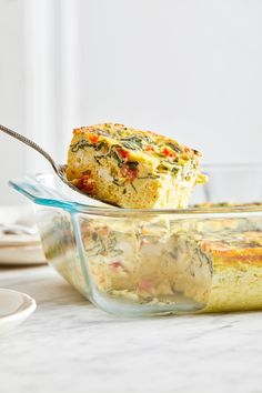 easy Breakfast Casserole recipe is made with eggs, spinach, tomatoes and Feta cheese and only takes a few minutes to whip up. You can make it ahead of time, so it's the perfect breakfast egg casserole for Christmas morning or any day! Christmas Breakfast Casserole, Easy Breakfast Casserole Recipes, Breakfast Bake, How To Make Breakfast, Perfect Breakfast, Breakfast Ideas, Ww Recipes, Skinnytaste Recipes, Brunch Recipes