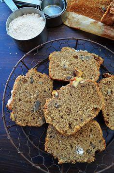 Bizcocho de gofio. El gofio es una harina de cereales. En Canarias su consumo es tradicional y se emplea en platos típicos como la pella y entre los isleños es costumbre consumirlo para desayunar.