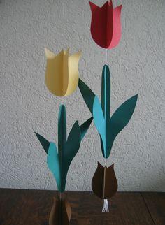 tulpen van papier Class Decoration, School Decorations, Paper Decorations, Hobbies And Crafts, Diy And Crafts, Crafts For Kids, Arts And Crafts, Spring School, Toddler Art