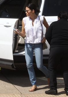 Jenna Dewan-Tatum Photos Photos - Channing Tatum's wife Jenna Dewan was spotted shopping at Barney's New York in Beverly Hills, California on April 26, 2016. Jenna shopped even though it was Channing's birthday. - Jenna Dewan-Tatum Shops at Barney's New York in Beverly Hills