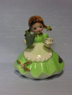 Vintage Josef Originals Little Girl's Dreams The Party Dress figurine w hang tag Fine Porcelain, Porcelain Ceramics, Painted Porcelain, Cold Porcelain Jewelry, Porcelain Tiles, Hand Painted, Vintage Love, Vintage Decor, Vintage Heart