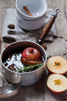 Glühwein ~ my mother is Austrian and she always made this for us after skiing :)) Come Reza Ama, Café Chocolate, Pot Pourri, Mince Pies, Food Styling, Food Inspiration, Autumn Inspiration, Tea Time, Herbalism