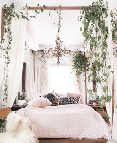 Awesome 99 Refined Boho Chic Bedroom Design Ideas. More at http://www.99homy.com/2017/12/05/99-refined-boho-chic-bedroom-design-ideas/