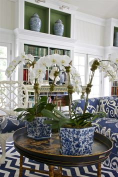 I am loving anything Chinoiserie styled right now and these blue and white ginger jars are the perfect and simple way to add this trend to any room. Ginger Jar Lamp, Ginger Jars, Chinoiserie Wallpaper, Chinoiserie Chic, Blue Rooms, White Rooms, Blue And White Living Room, Green Rooms, Decoration Bedroom