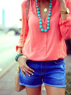 Blusa coral + shorts azul + collar aguamarina, perfecto para el verano! ☀ #Summer #SummerOutfit #Shorts
