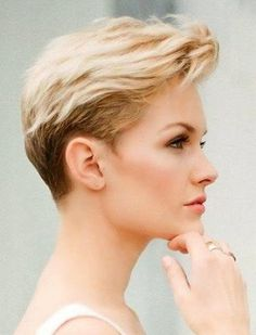 To Take Care Of Winter Hair -How To Take Care Of Winter Hair - Clique no video e veja os 10 Modelos de Cabelos Longos que Estão Mexendo com a Cabeça das Mulheres off-the-charts! Short Grey Hair, Short Hair Cuts For Women, Short Hairstyles For Women, Medium Hairstyles, Winter Hairstyles, Cool Hairstyles, 2015 Hairstyles, Casual Hairstyles, Celebrity Hairstyles