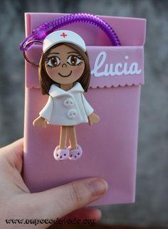www.unpocodetodo.org - Salvabolsillos de Lucia - Fofuchas - Broches - Goma eva - crafts - enfermera - foami - foamy - 5