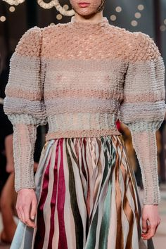 Christian Dior Spring 2019 Couture Fashion Show Christian Dior Spring 2019 Couture Collection - Vogue History of Knitting Yarn spinning, weaving and sewing jobs such as. Dior Haute Couture, Couture Christian Dior, Knitwear Fashion, Crochet Fashion, Runway Fashion, Fashion Show, Fashion Design, Fashion Trends, Dior Fashion