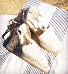 On Sundays we take our Ibizencas to the beach .. #styleblogger #shoes #sandals #footwear #beach #beachday #joy #veganlifestyle #veganoutfit #organicshoes #ibizencas #ibizencasshoes