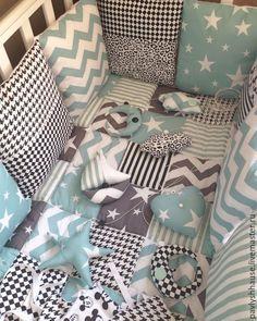 Купить Комплект в кроватку малышу - лоскутное шитье, лоскутное одеяло, одеяло пэчворк, детское одеяло Baby Bedroom, Baby Boy Rooms, Baby Room Decor, Baby Cribs, Cocoon Bebe, Patchwork Baby, Kids Room Organization, Elephant Nursery, Baby Pillows