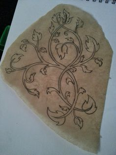 Having finished the bodice, I started to work on a new pair of bracers that would match it. Tauriel, Comic Con Cosplay, Cosplay Diy, Cosplay Ideas, Elf Hobbit, Bow And Arrow Diy, Hobbit Costume, Lotr Tattoo, Elf Warrior