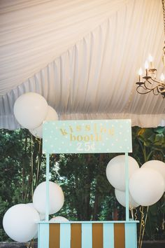 Teal Wedding Kissing Booth with Balloons | Photo booth backdrop | David Lai Photography | Seattle Wedding Planner | New Creations Weddings | DeLille Cellars Wedding