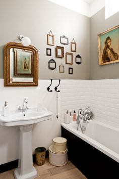 photo by julien fernandez - sprayed vintage frames hanging in the bathroom... good idea...