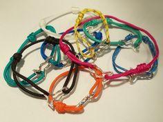 Bracciali con stroppi da vela ...stroppo o stroppetto breve tratto di corda avvolta ad anello intorno ad un oggetto mobile per fissarlo ad un punto fermo...disponibili in vari colori a scelta.