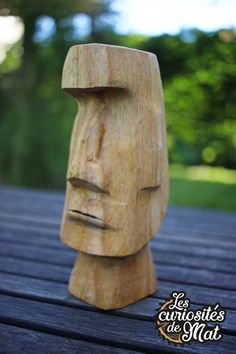 Sculpture Head, Concrete Sculpture, Garden Sculpture, Totems, Totem Tiki, Chainsaw Wood Carving, Wood Carvings, Funny Taxidermy, Automotive Decor