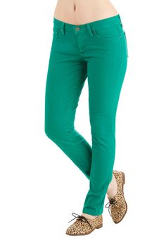 Front Row Fashionista Jeans in Green. Take center stage as you sway to the beat in these classic skinnies. #green #modcloth